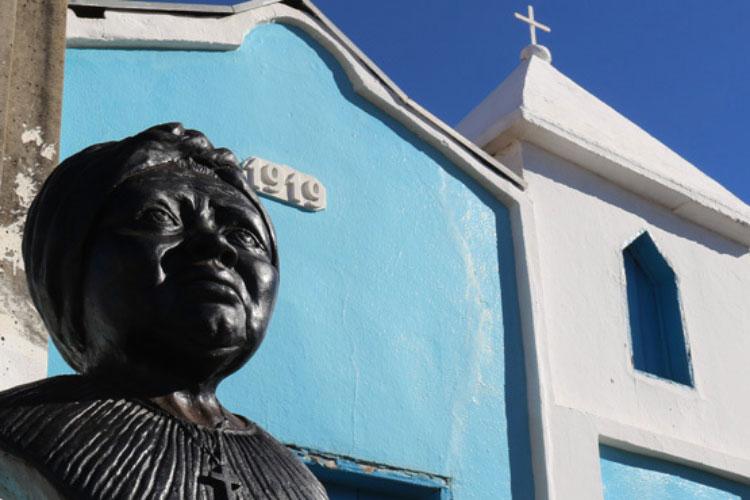 Busto Tia Eva e Igreja São Benedito