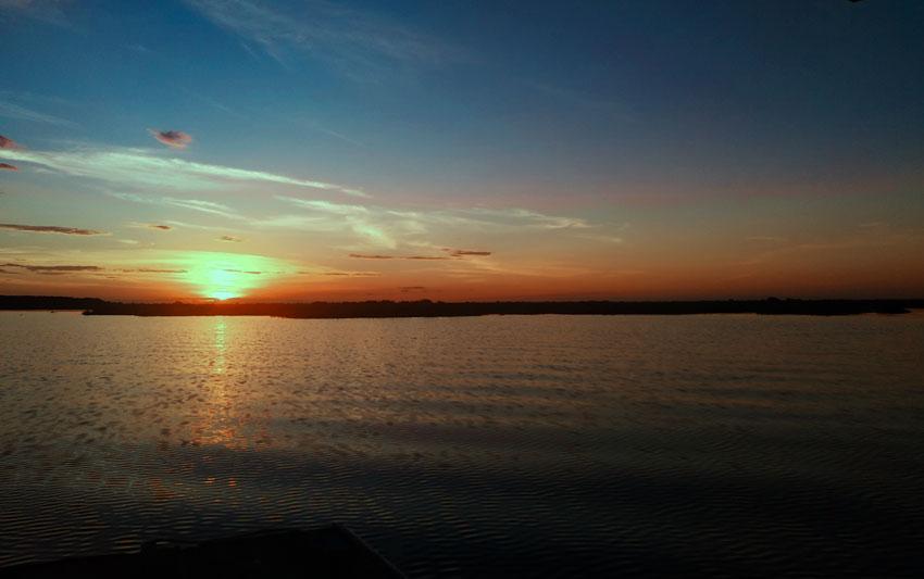 Por do sol no Rio Paraguai