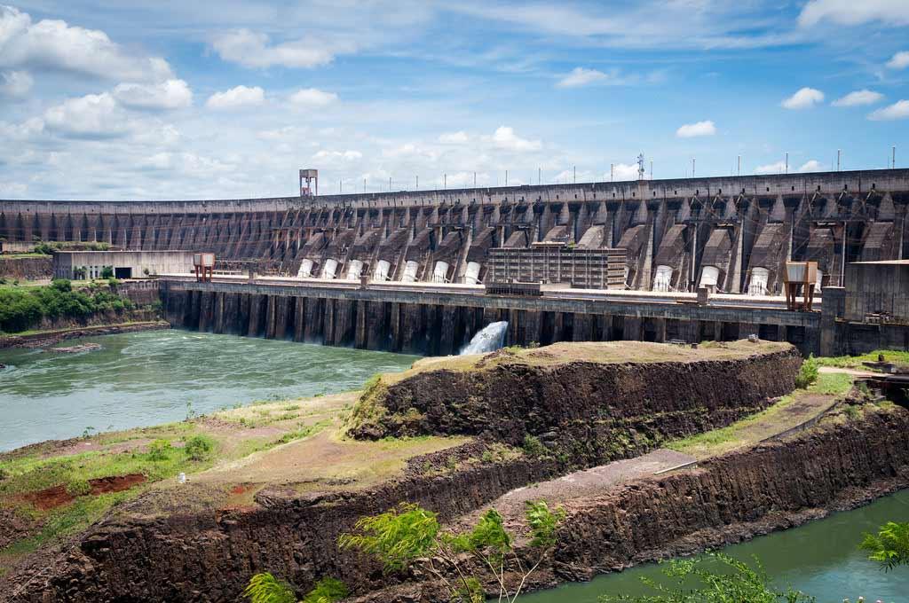 Usina de Itaipu e as pontes em Mato Grosso do Sul