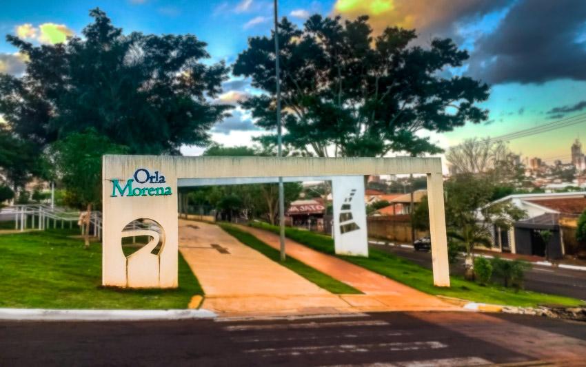 Orla Morena: área verde e a praia de Campo Grande