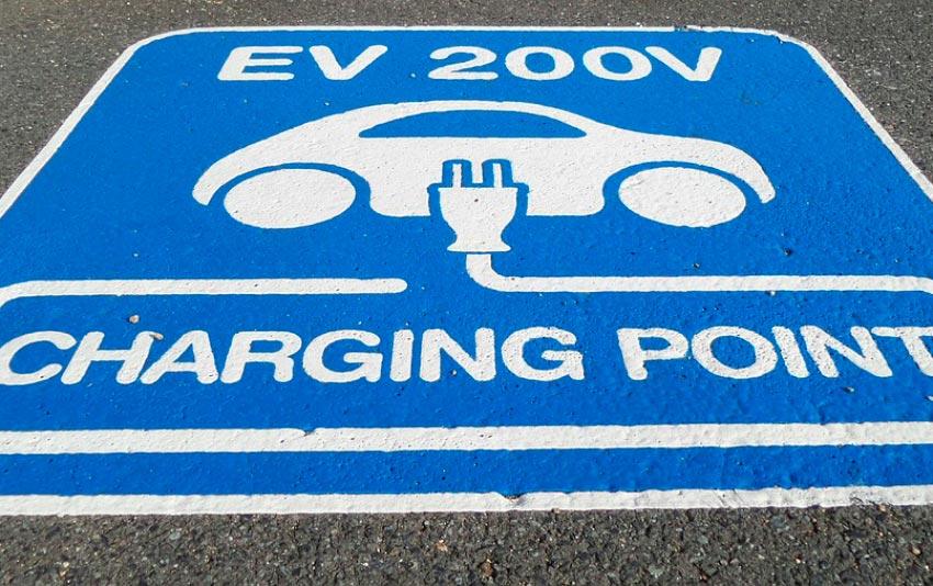 placa de aviso para carros elétricos