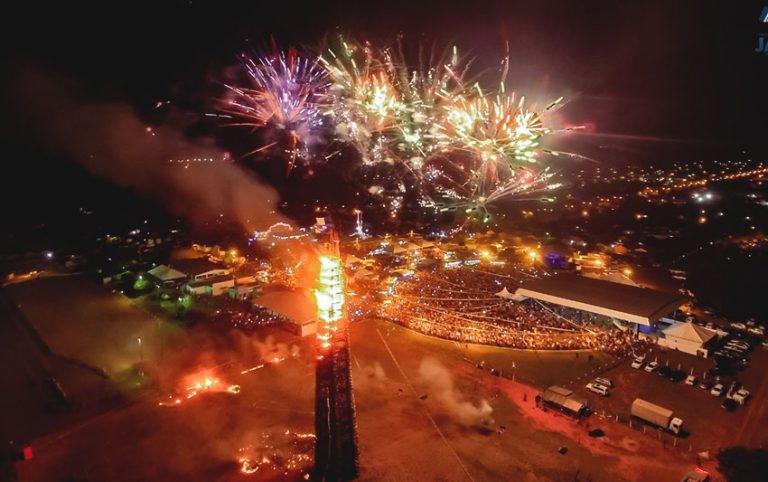 A maior fogueira de festa junina do Brasil